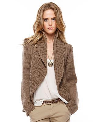 Модные вязаные кофты 2015 - 26 фотоМодные вязаные кофты 2015 не только обновят гардероб и будут смотреться стильно